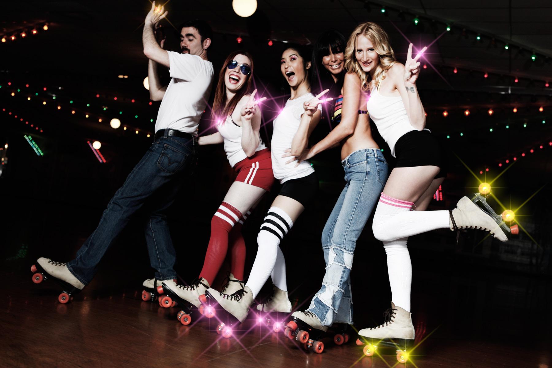 ageHaで光りながらローラースケートで滑る!? エレクトリックローラーディスコ